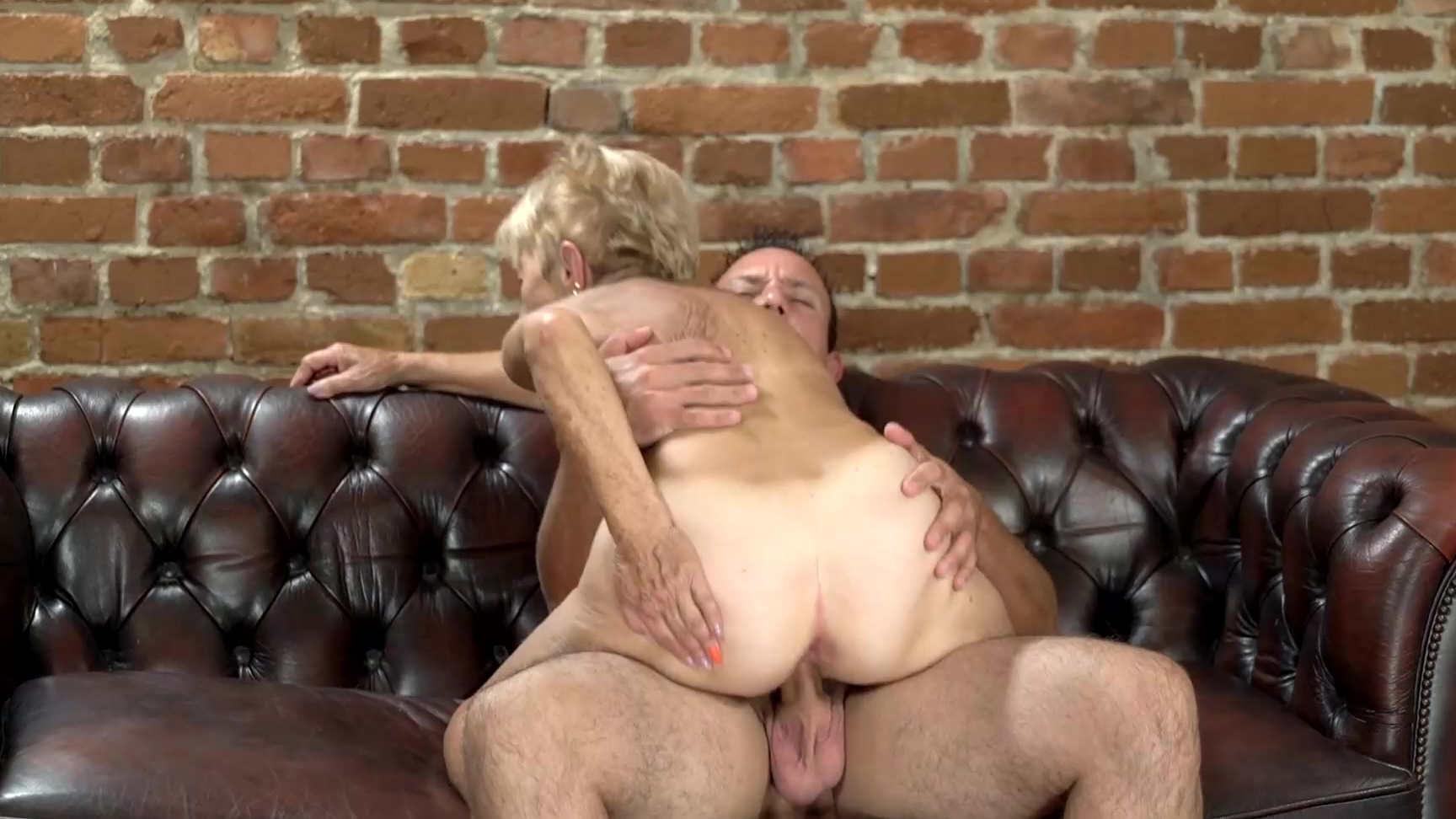 Lusty blondie want strong cock