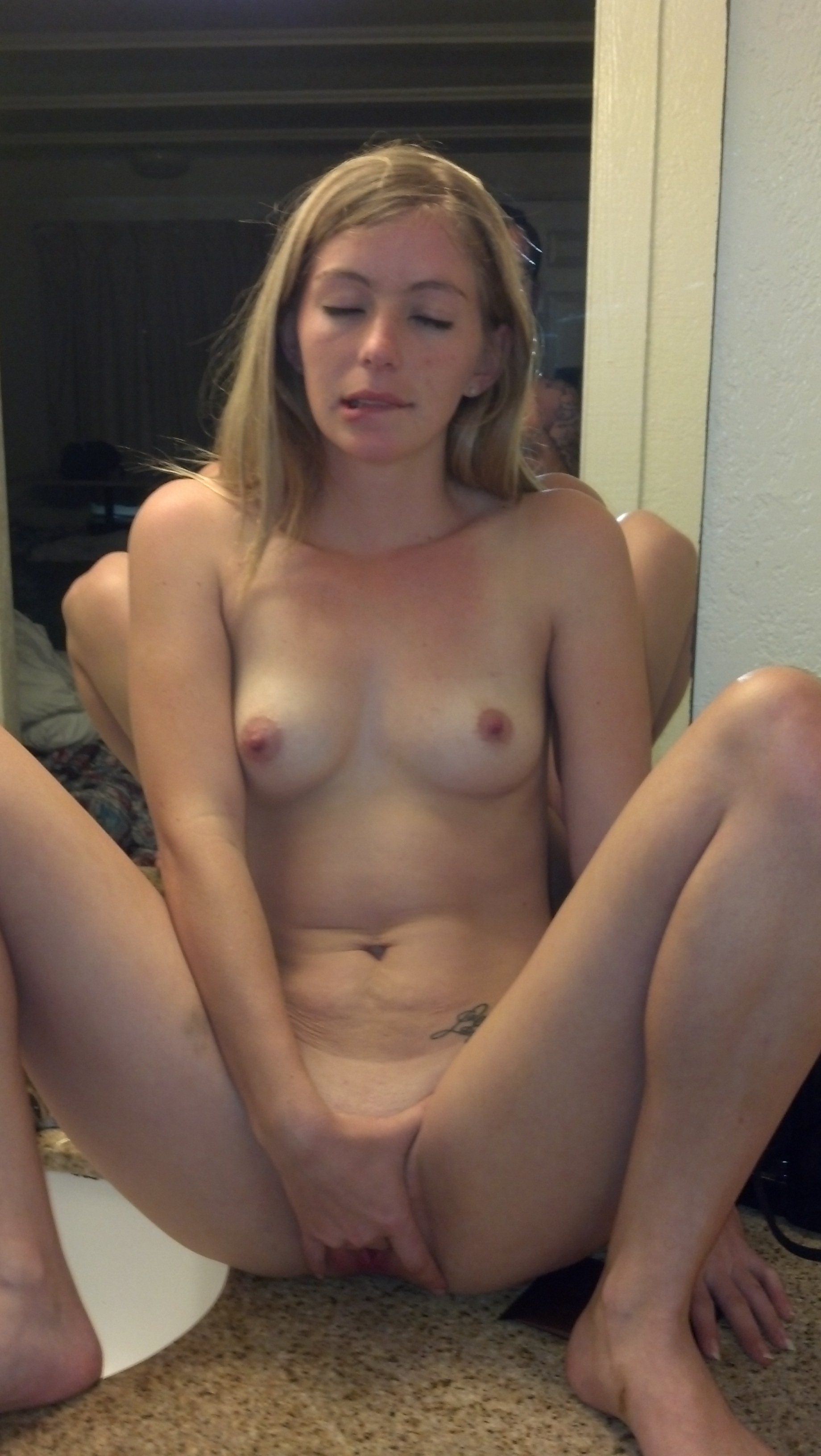 Sexy naked amateur girl pussy
