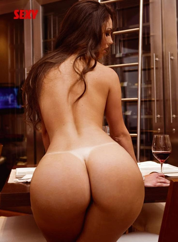 Sexy big round nude ass