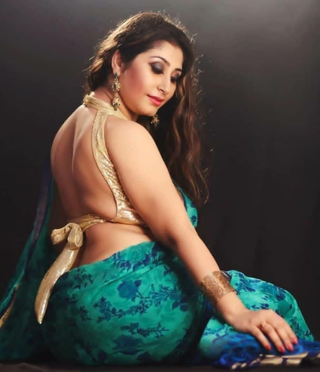 Sexy bhabhi hot saree