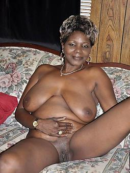Les mature noire nue
