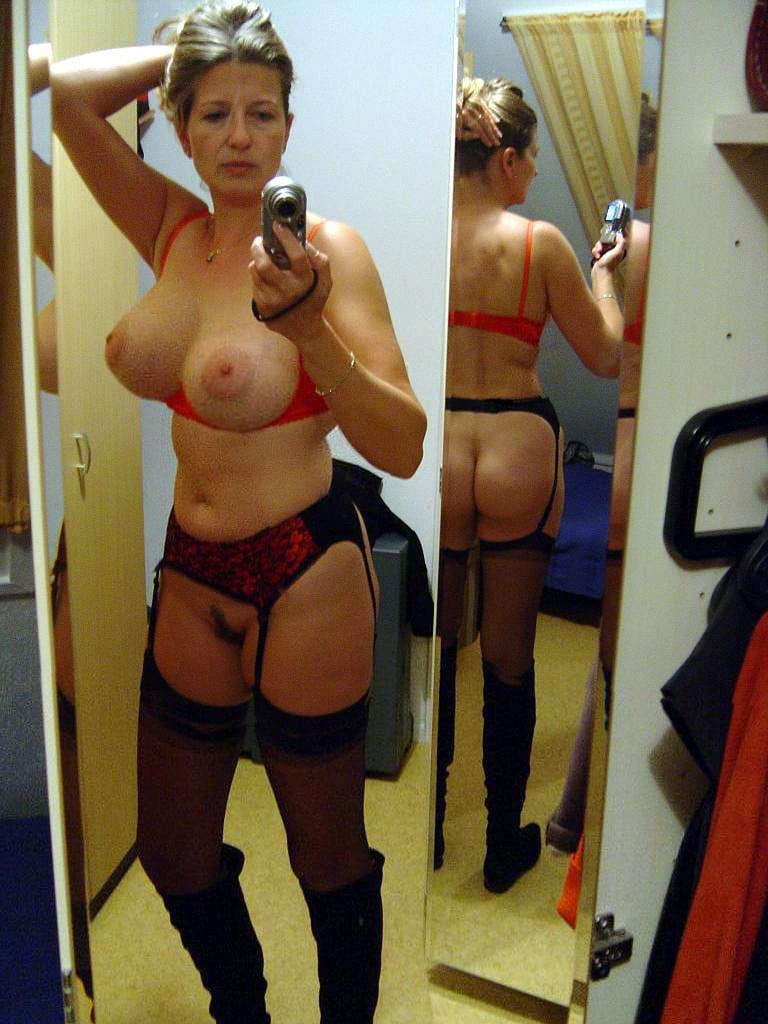 Real mature wives nude selfies