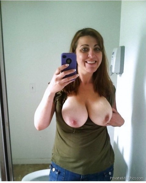 Big tits mom selfie