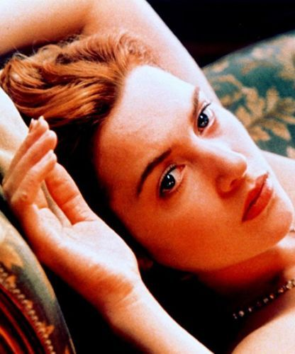 Titanic movie rose drawing scene