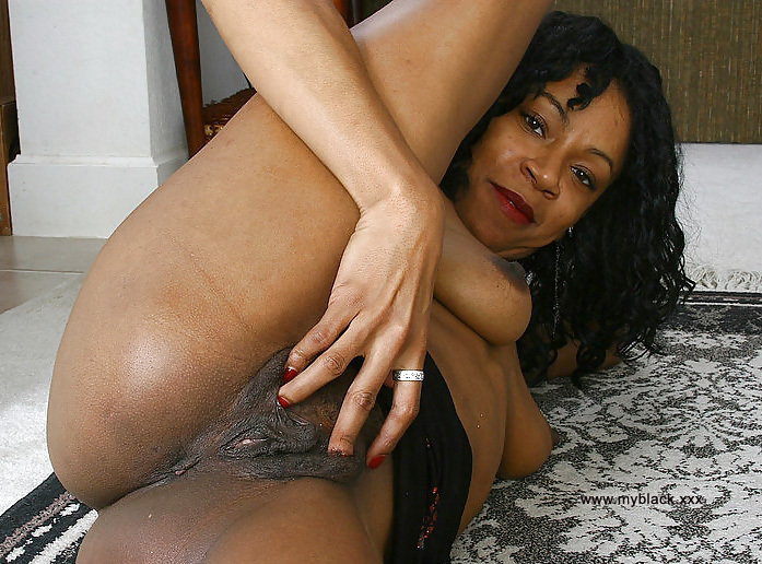 Sexy old black pussy