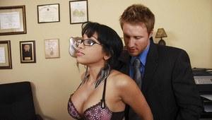 Amateur cuckold wife creampie