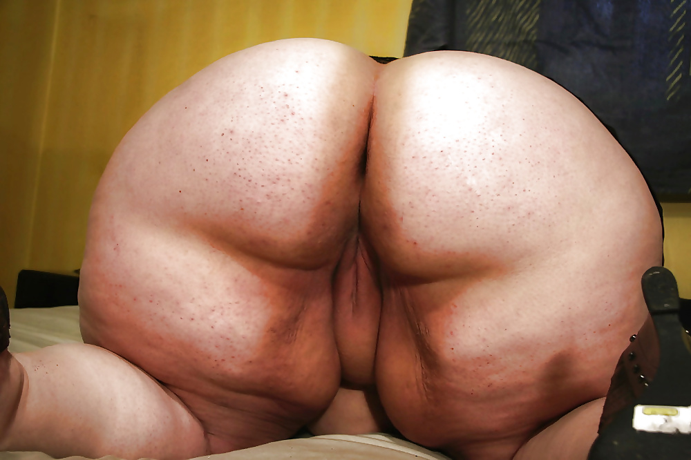 Bbw bent over showing ass and pussy