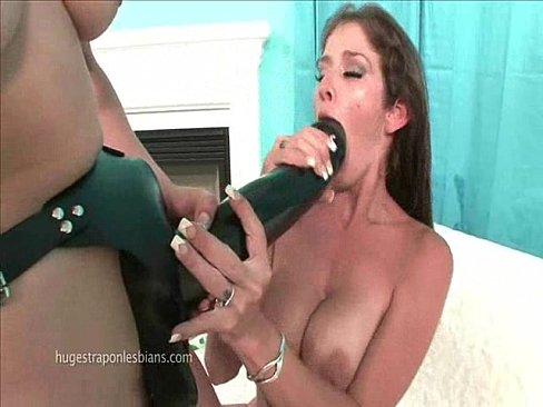 Huge strapon lesbians porn
