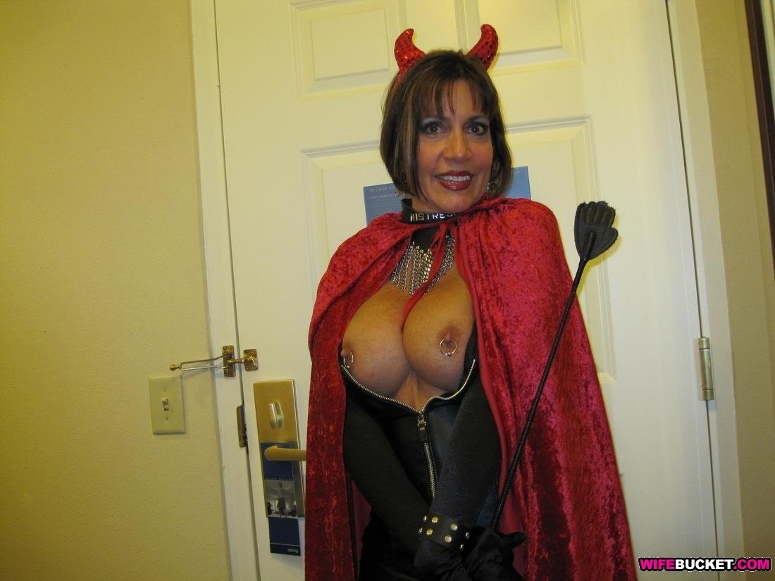 Mature tina all over nudes galleries