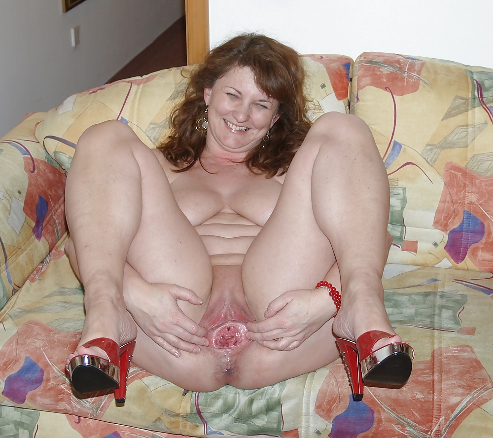Fat granny spread legs