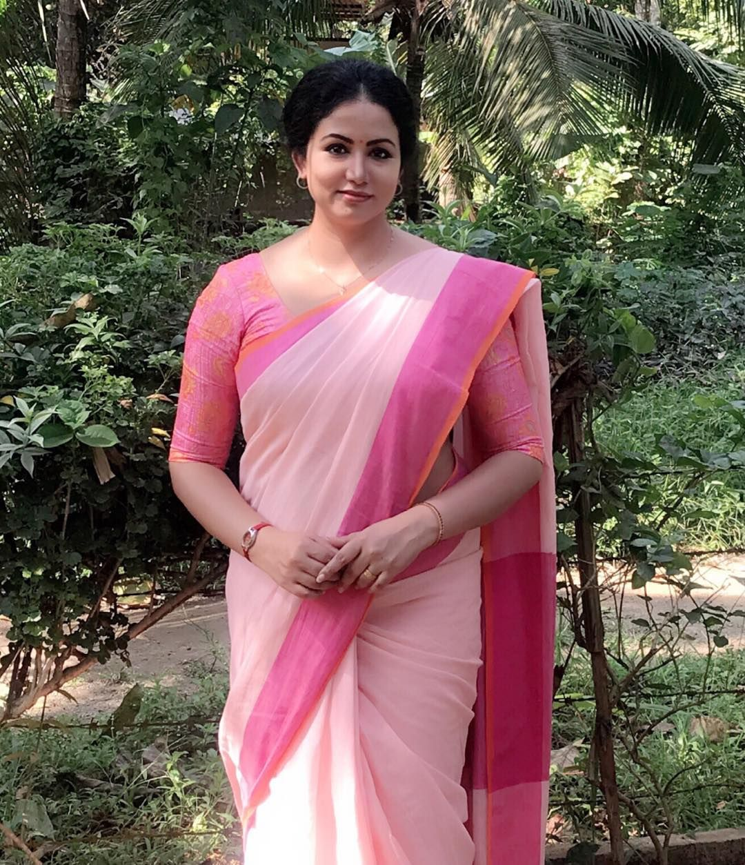 Kerala hot aunty saree