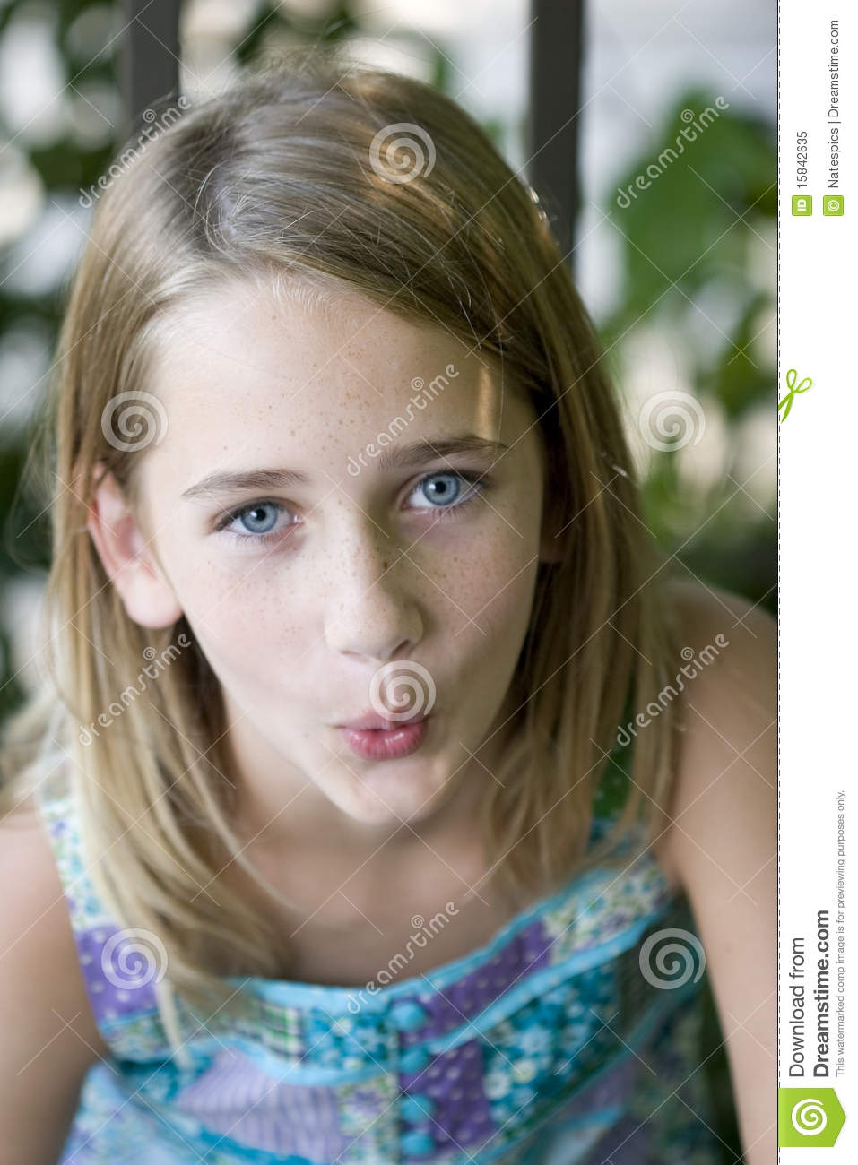 Young teen girl mouth
