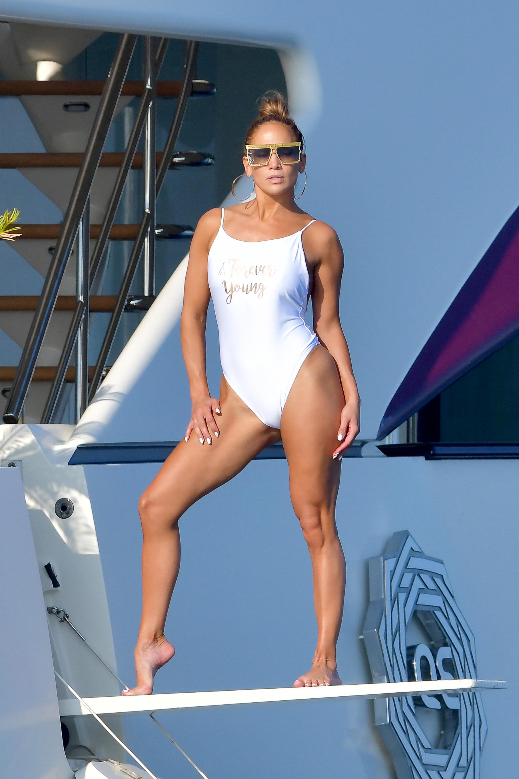 Swimming celebrity jennifer lopez bikini