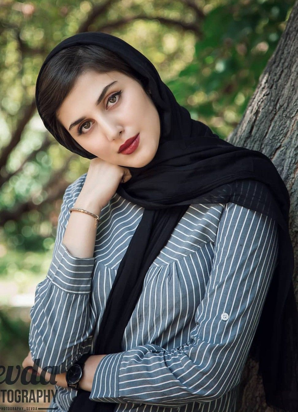 Very hot iranian girl ass