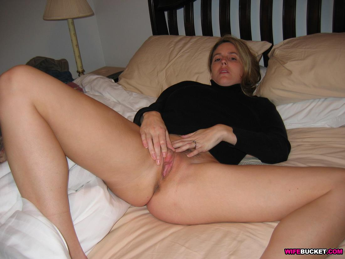 Nude amateur wife spreading