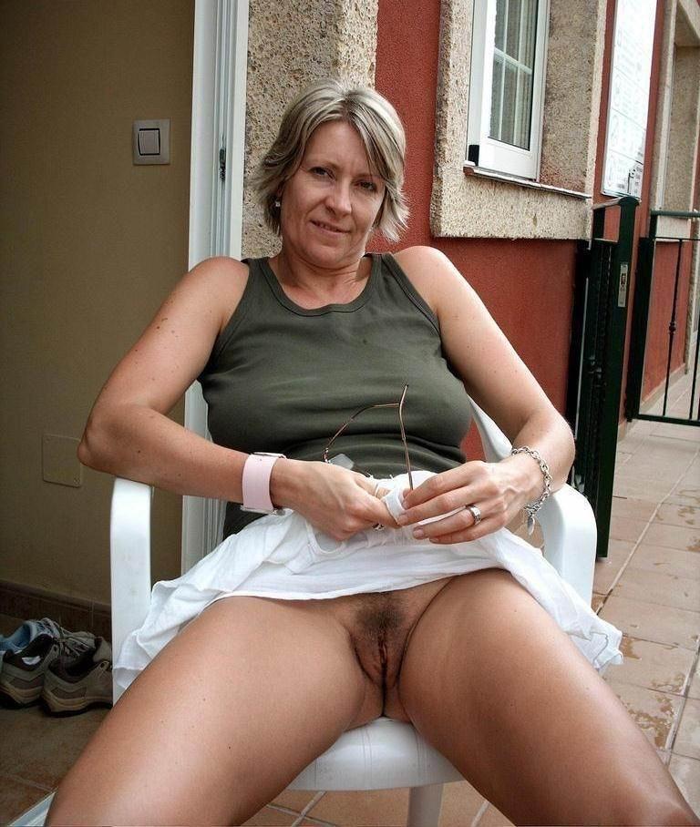 Free older women pussy photos