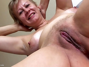 Mature women showing pussy