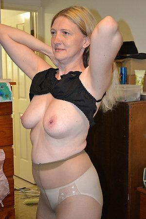Amateur nude mature panties