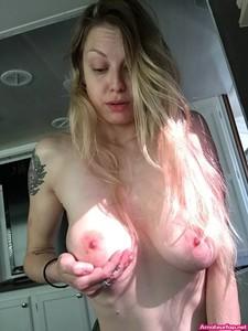 Busty blonde milf nude selfie