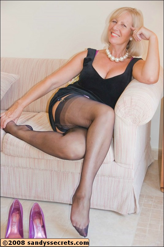 Milf sandy secrets nylon foto