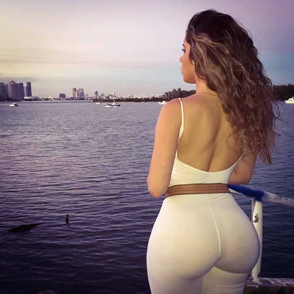 Sexy girls with bubble butts