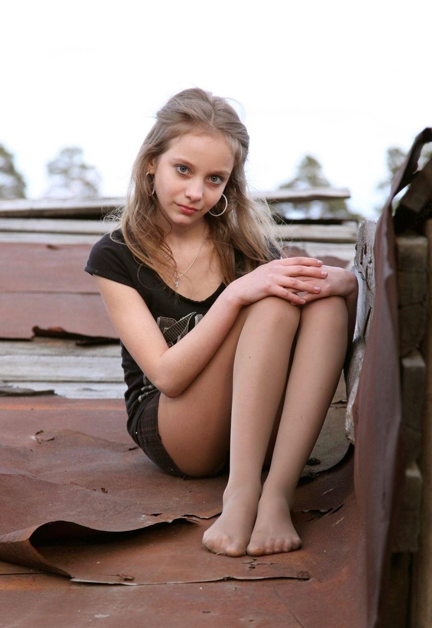 Pretty girls pantyhose feet