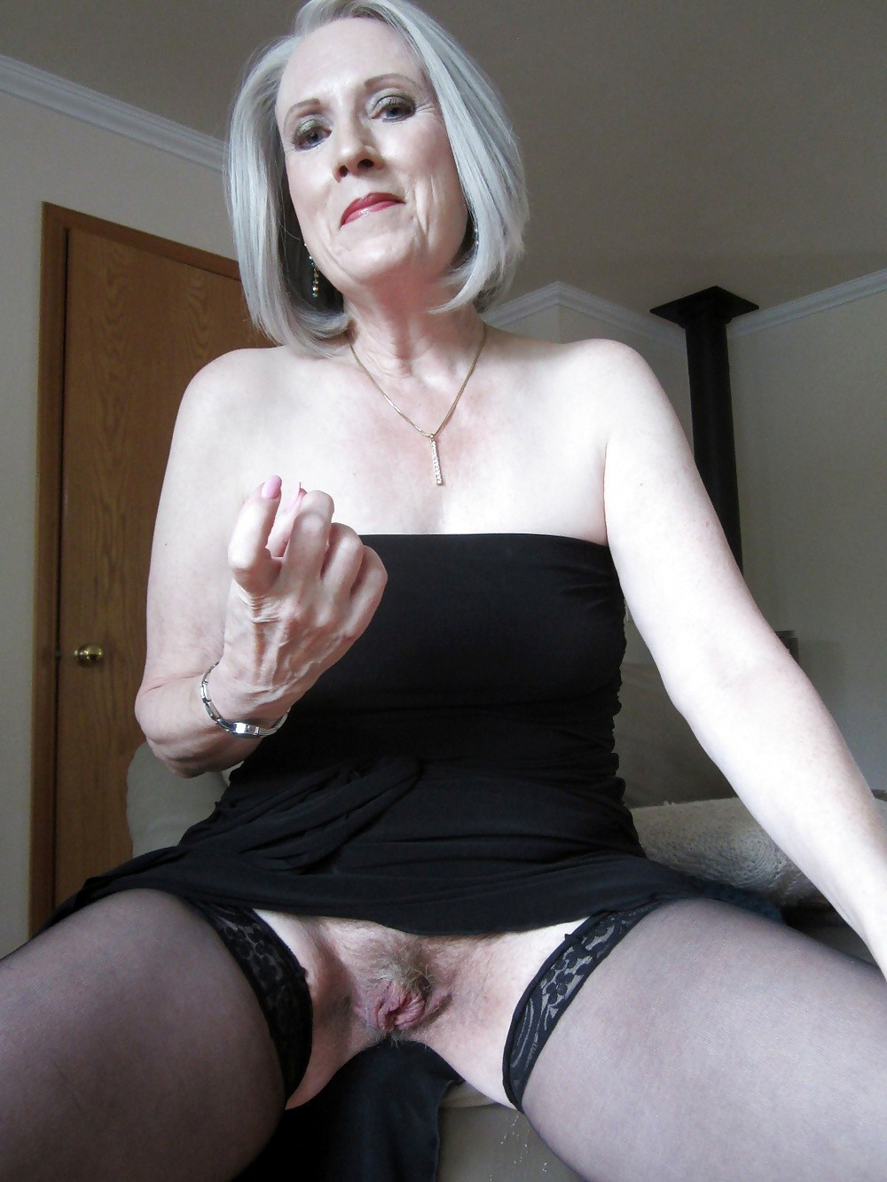 Hairy mature upskirt panties