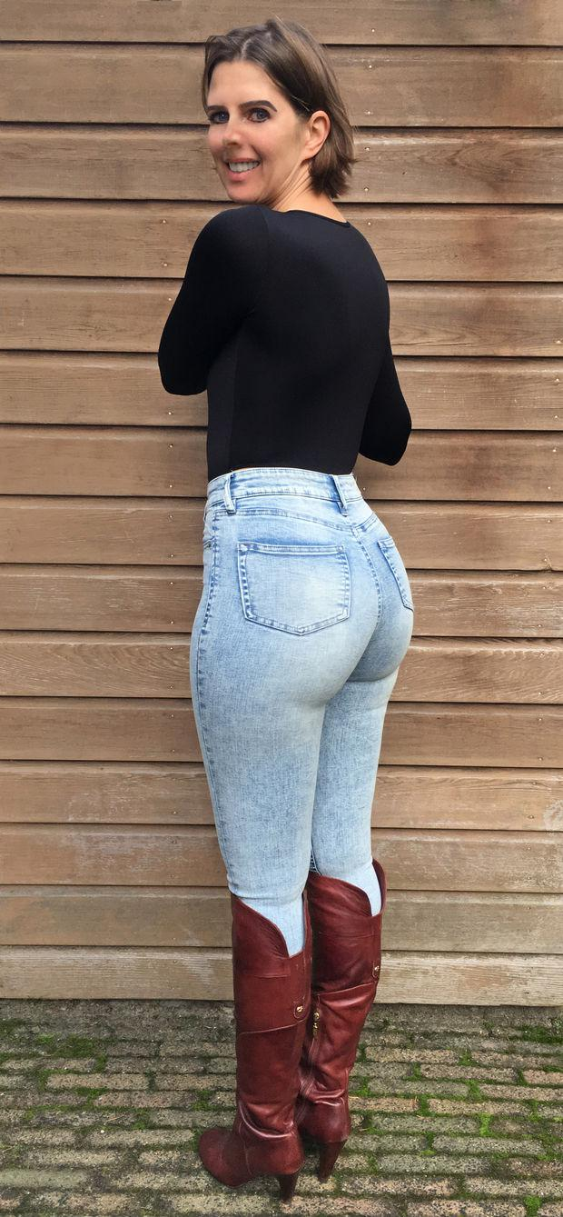 Hot latina girls in tight jeans
