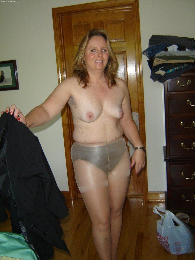 Amateur nude mature panties