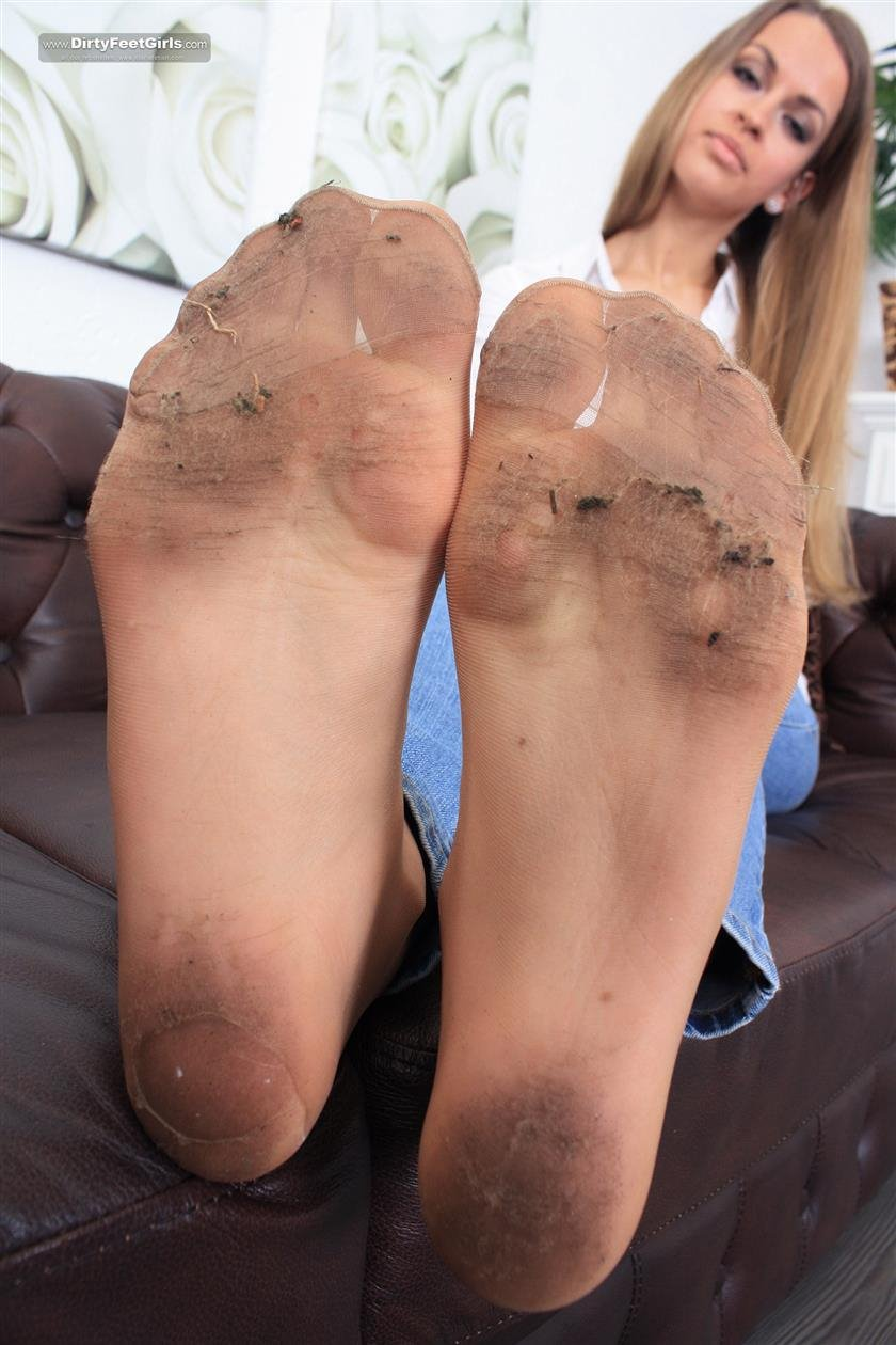 Girls dirty nylon feet