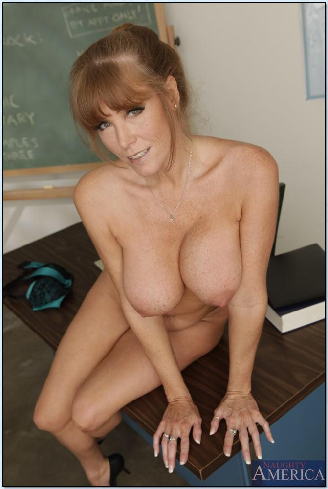 Darla crane big ass and tits teacher
