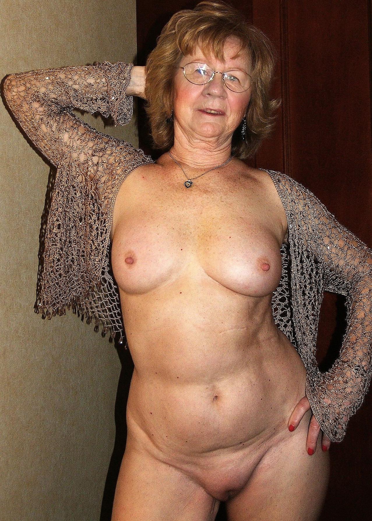 Hot mature granny nude