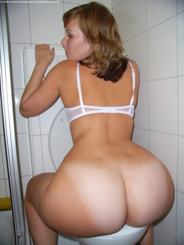 Naked women with huge butt