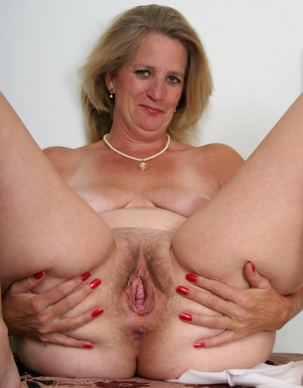 Mature hairy pussy women free porn