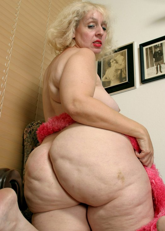 Big butt grannies nude