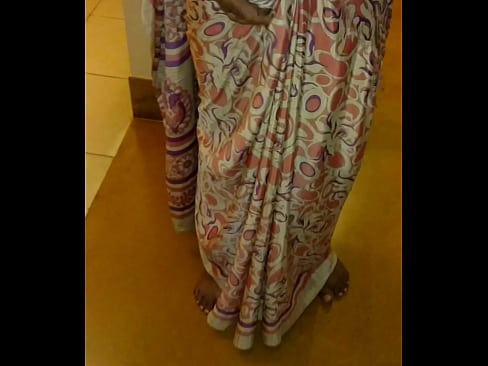Aunty saree lifting sex image