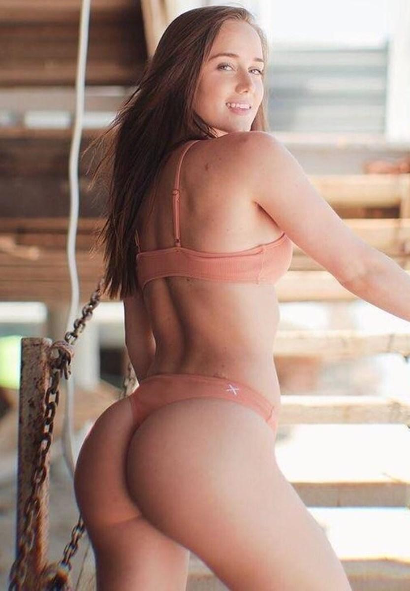 Bubble butt big nude models