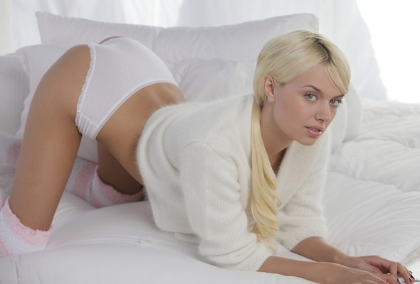 Erotica non nude model