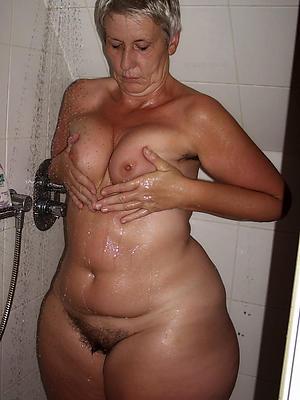 Mature nudes women shower