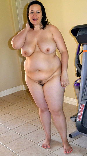 Naked mature chubby wife