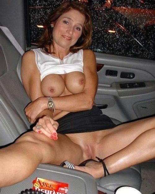 Mature milf flashing pussy in car
