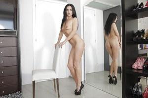 Skinny nude pussy lips