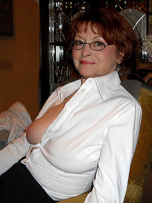 Mature in glasses nude selfie
