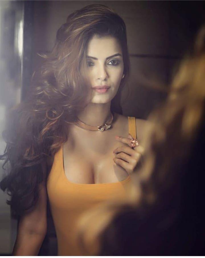 Hot sexy indian girl boobs