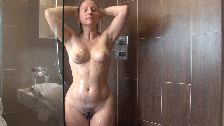 Janet jackson naked butt bongo video