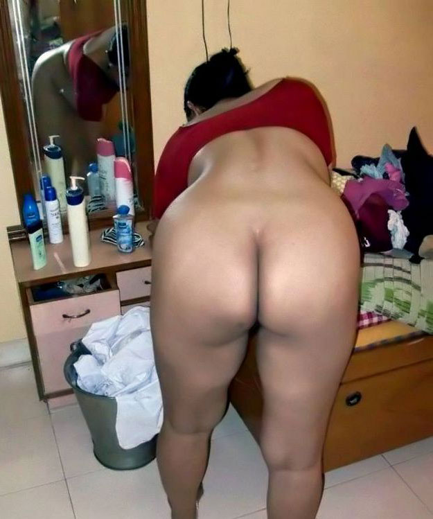 Sexy big round nude ass