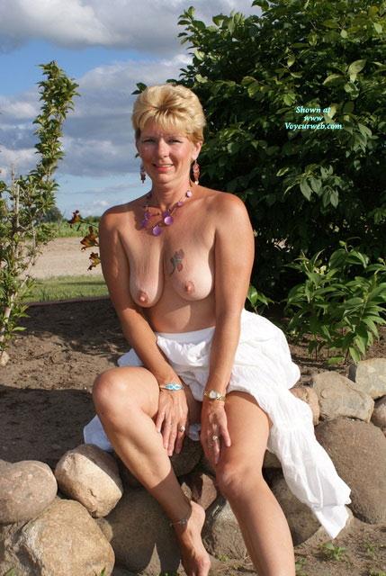 Voyeurweb mature wife nude
