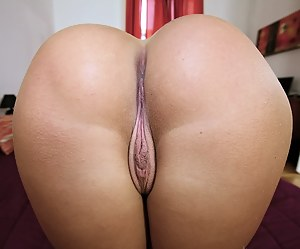 Naked big booty pussy pics