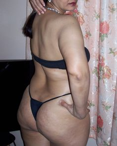 Desi big ass aunties showing