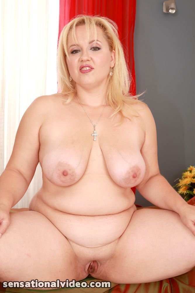 Chubby pussy spread solo- nude-